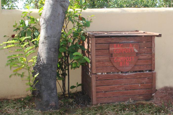 compostage aux lataniers. Black Bedroom Furniture Sets. Home Design Ideas