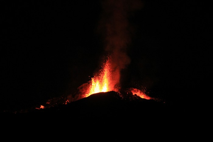 eruption-volcan-ile-reunion-012